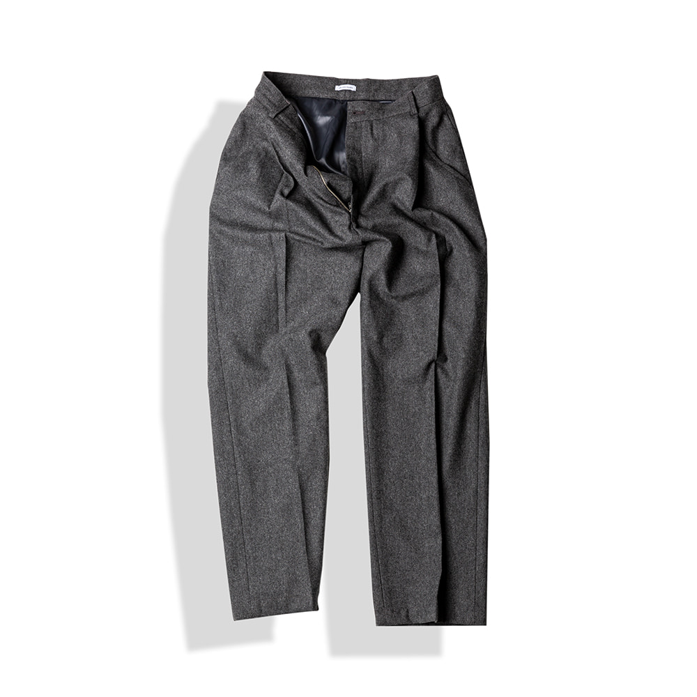 SLANTED-PLEAT WOOL TROUSERS / W.GREYArttitude(아티튜드)10월15일배송