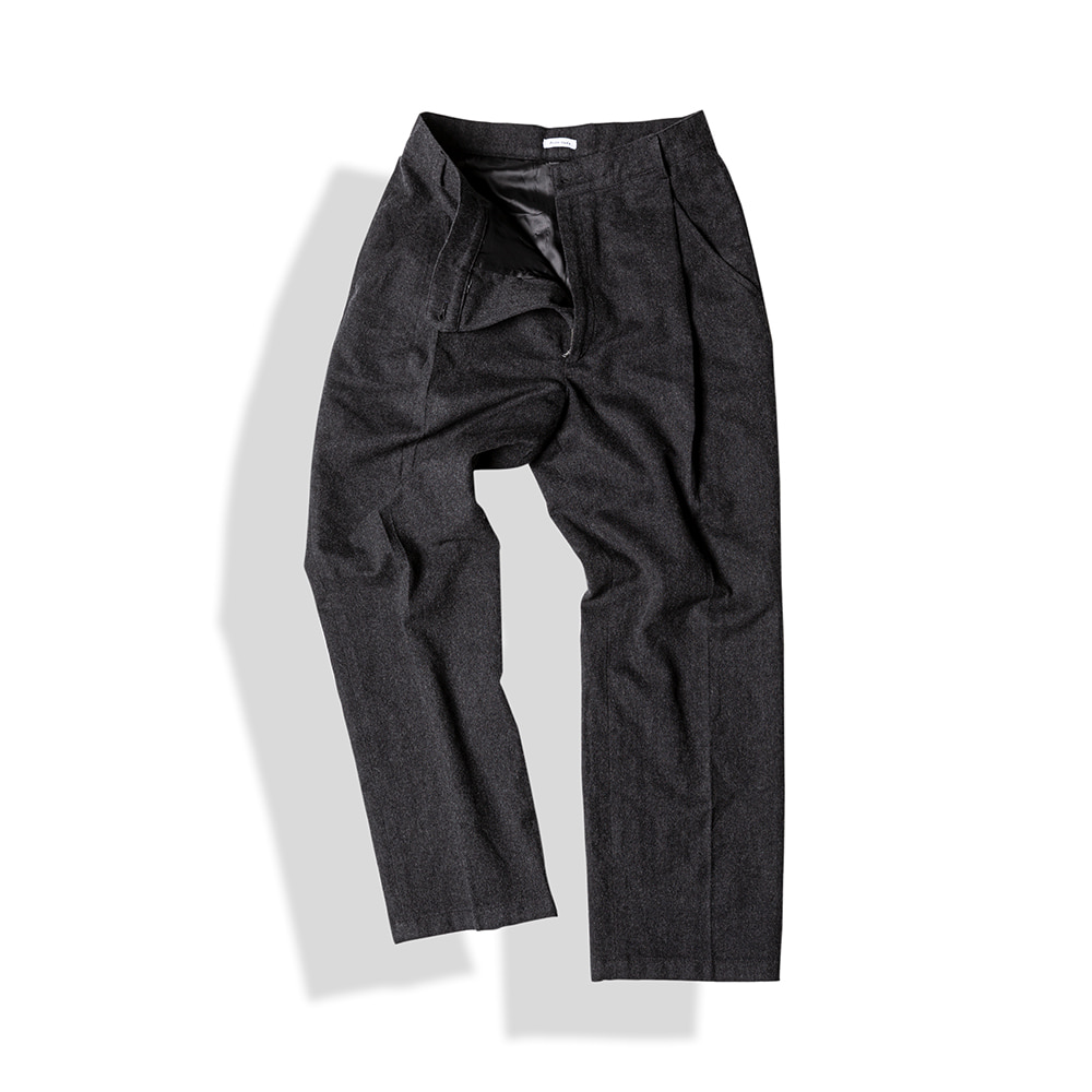 SLANTED-PLEAT WOOL TROUSERS / F.CHARCOALArttitude(아티튜드)10월15일배송